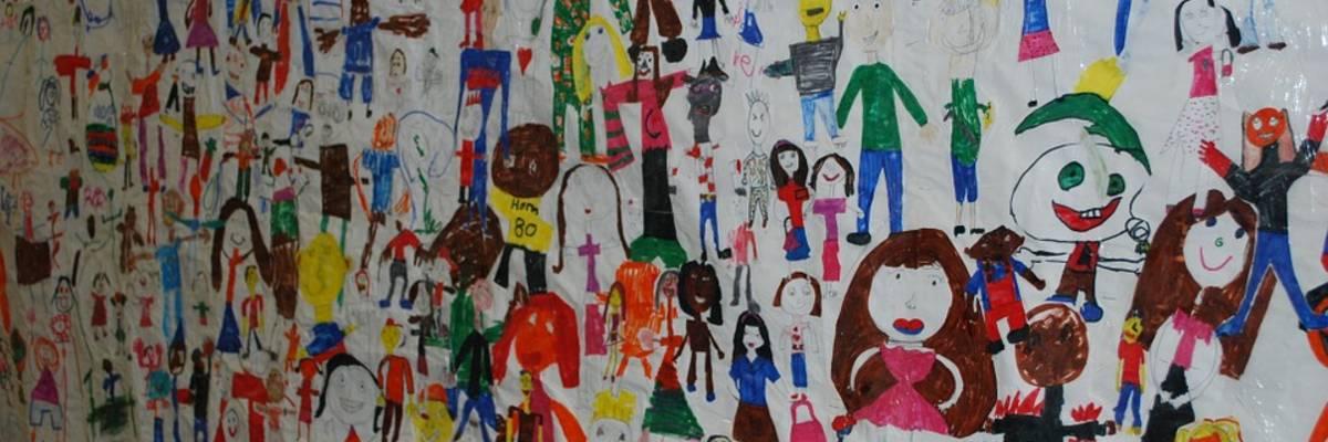gemaltes Poster mit vielen Kinderbildern ©Pixabay
