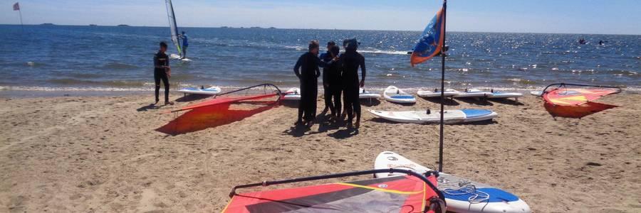 Meer, Surfbrett und -segel, Jugendliche