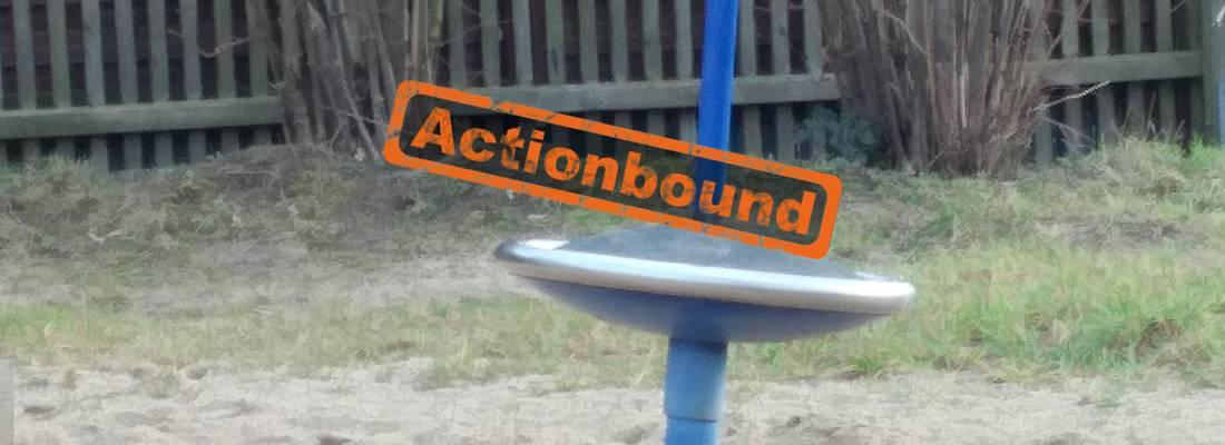 Kreiselauf einem Spielplatz mit Schriftzug Actionbound darüber ©Stast Laatzen
