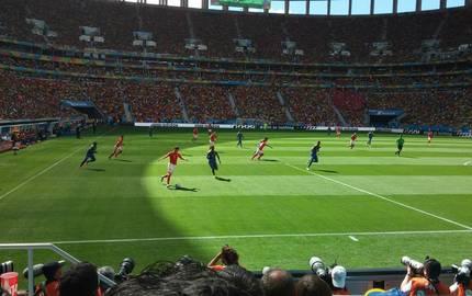 Bliuck von oben auf den Rasen eines Stadions mit mehreren Fußballspielern ©Pixabay